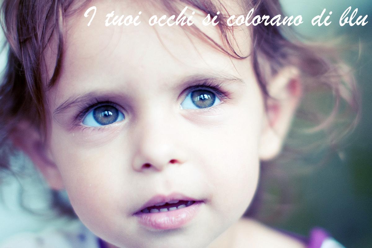Alice in primissimo pinao, ritratto con gli occhi azzurri